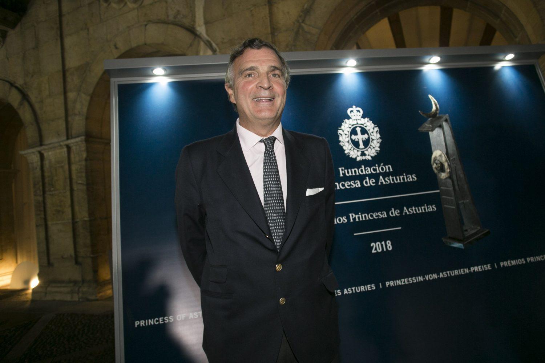Álvaro Rengifo en su llegada a Oviedo