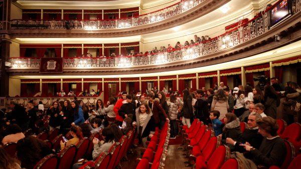 """Los estudiantes ovetenses aplauden  la representación de """"Tosca"""" en el Campoamor"""