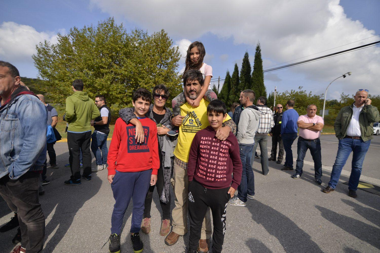 Moisés Quintana, con su mujer, Belén López, y los hijos del matrimonio, Marcos, Alejandro y Adara.