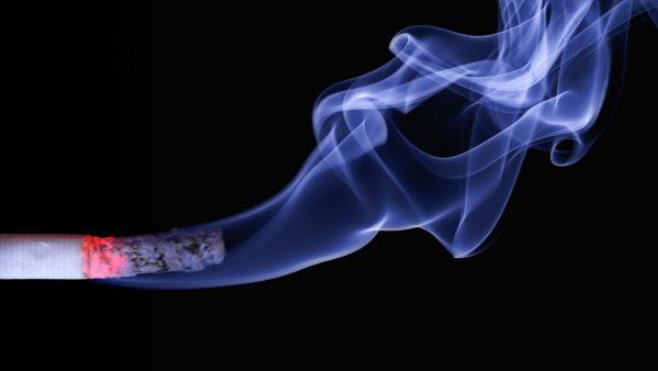 Se fuma más que antes de la ley antitabaco y un millón de españoles son adictos a internet