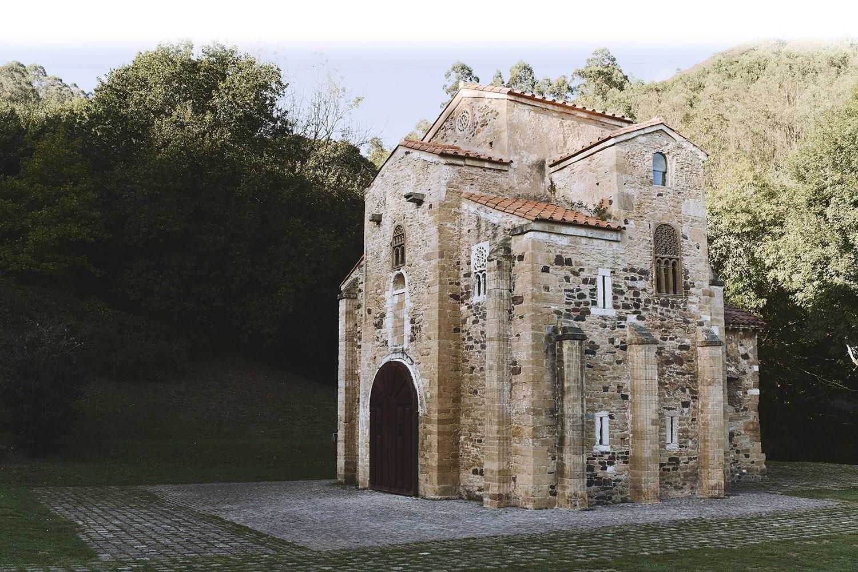 <strong>EL TEMPLO, RENOVADO.</strong> La iglesia de San Miguel de Lillo, una de las joyas del Prerrománico asturiano, situada en la falda del Naranco de Oviedo, tal como se ve una vez que ha concluido su restauración.